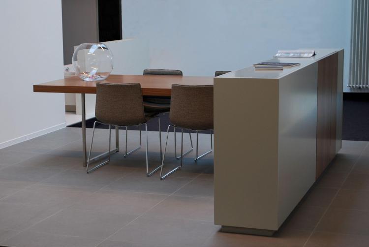 interieur_kantoor_maatmeubel_bespreektafel_toonzaal