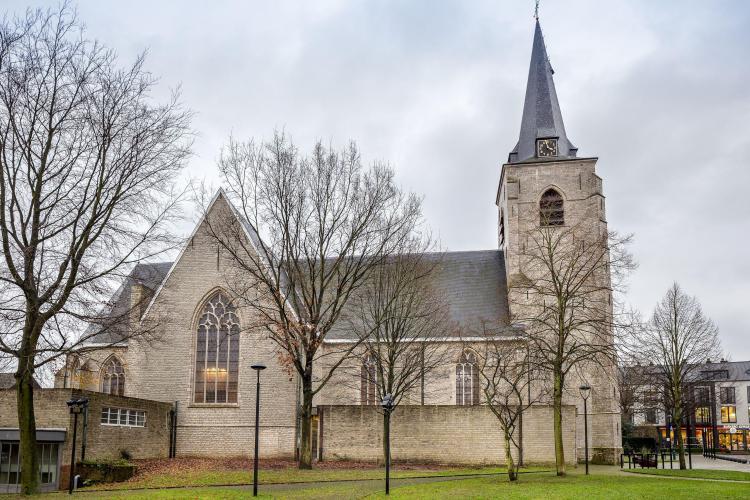 restauratie_exterieur_kerk_hove_dak_gevels