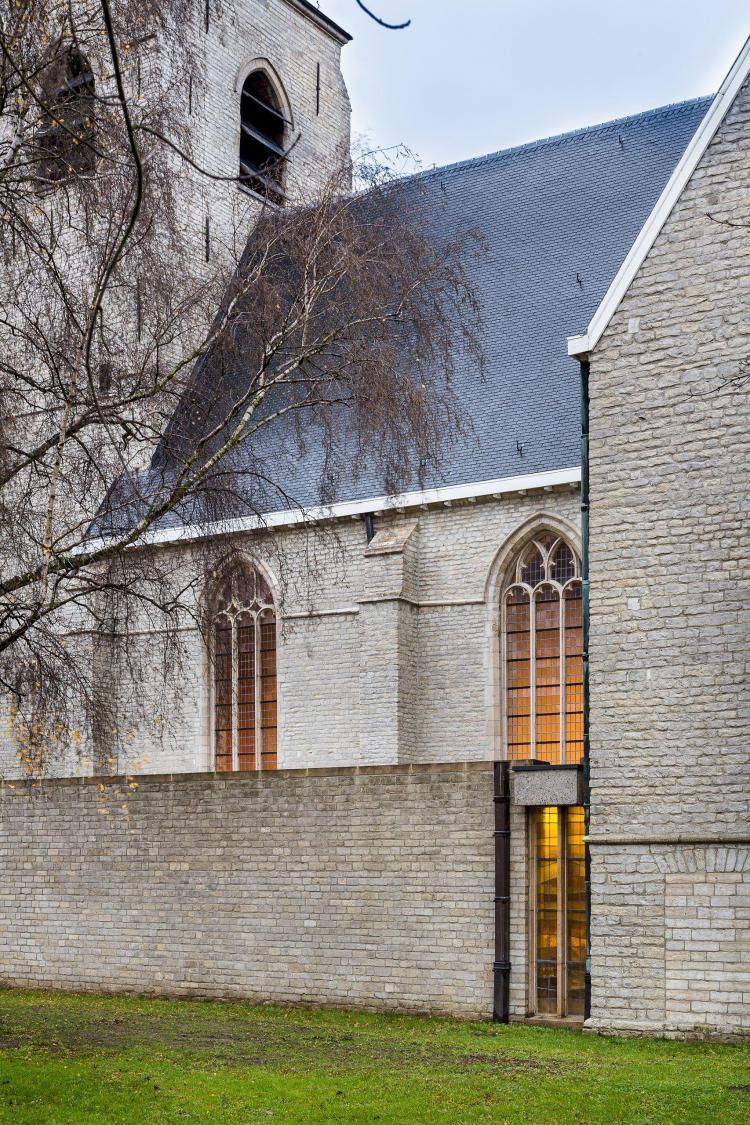 restauratie_kerk_hove_schip_dak_leien